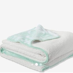 "VS/PINK ""NEED MORE NAPS"" MINT FROST SHERPA BLANKET"